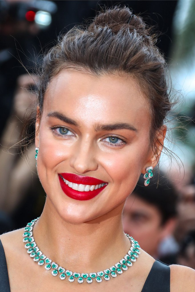 irina-shayk-cannes-film-festival-2018-best-beauty-looks-1526464736
